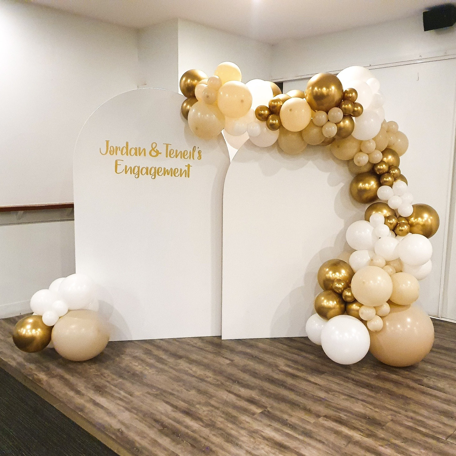 2 White Arches Personalised with White, Sand and Chrome Gold Balloon Garland